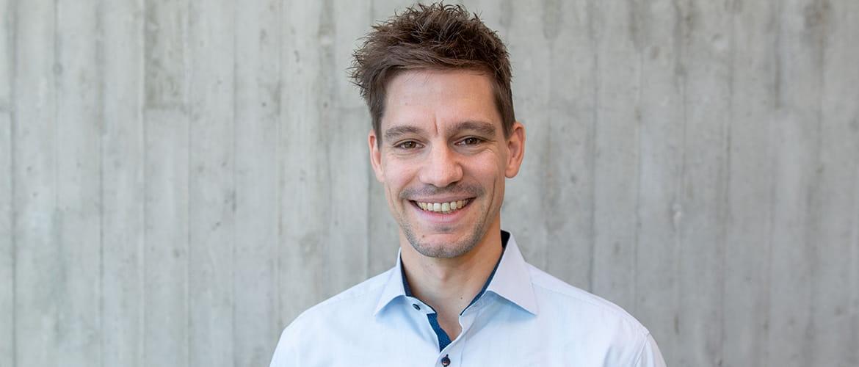 Portraitaufnahme von Alexander Zirl, Chief Entrepreneurship Officer (CEPO) der d.velop AG.
