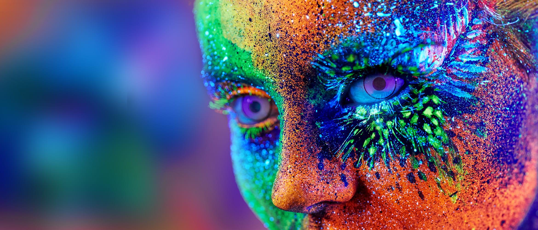 Gesicht, fantasievoll gefärbt
