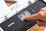 ADS-1600W mit Touchscreen-Farbdisplay