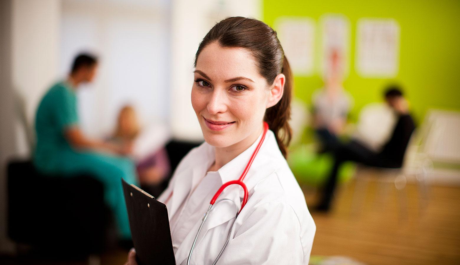 Ärztin bei Visite