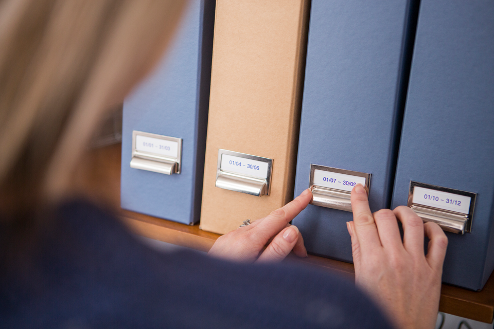 Brother M-K223 Schriftband – blau auf weiß 2