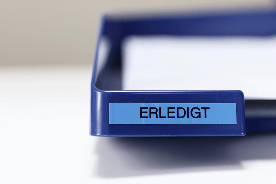 Brother TZe-521 Schriftband – schwarz auf blau